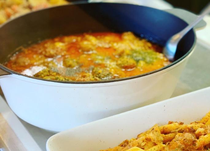 開放感のあるオープンキッチンスタイルのブッフェレストランです。調理人や調理風景も見えるので安心。