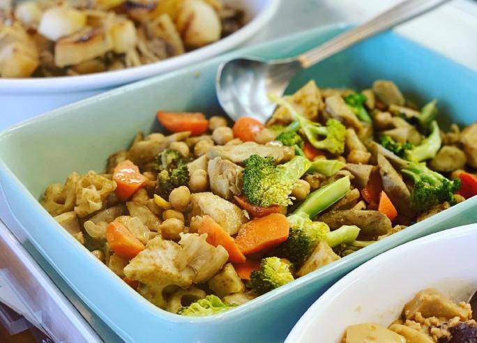 当店人気の地元農家の取れたて野菜を使用したサラダバーです。種類豊富なドレッシングで、飽きることなく新鮮野菜を堪能していただけます。