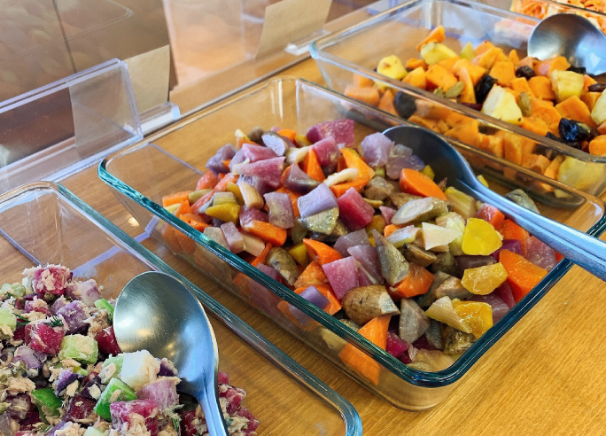 地元で取れた旬の野菜をふんだんに使った手作りの料理をご用意しています。